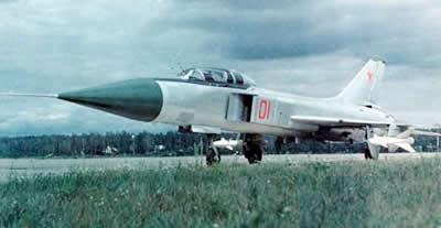 苏-15是前苏联苏霍伊设计局六十年代初开始研制的