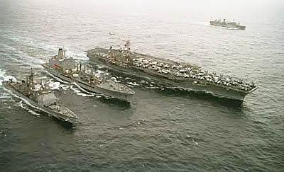 美国海军小鹰号航母编队